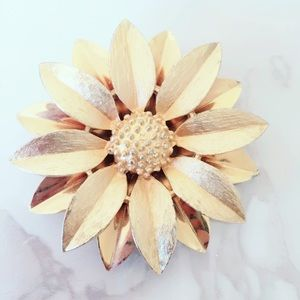 Gold Tone Vintage 3D Flower Brooch